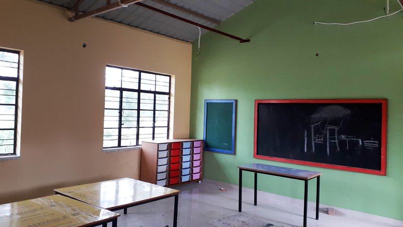 Since the school was closed, our local staff like gardeners, drivers etc. worked on the site. The new building is now ready !